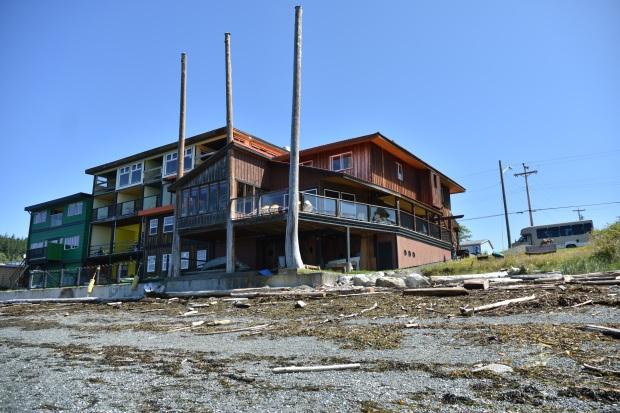 Whale Rub Pub, Malcom Island